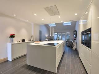 Diana's Whitefield Kitchen Modern kitchen by Diane Berry Kitchens Modern
