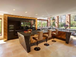 Gold and Black International award winning kitchen Modern kitchen by Diane Berry Kitchens Modern