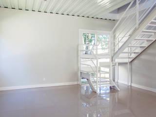 minimalistische Wohnzimmer von GhiorziTavares Arquitetura