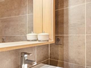 Salle d'eau: Salle de bains de style  par Carnets Libellule