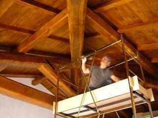 Gli Artigiani dei f.lli M.& S. Cordi snc Vestíbulos, pasillos y escalerasAccesorios y decoración Madera