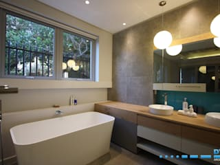 Modern style bathrooms by DV8 Architects Modern
