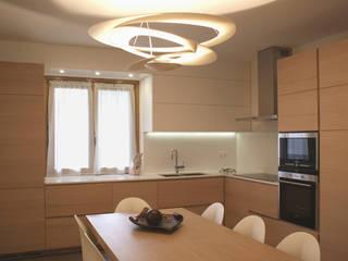 Cocinas de estilo moderno de GRITTI ROLLO   Stefano Gritti e Sofia Rollo Moderno Madera Acabado en madera