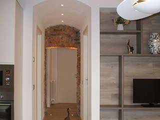 Pasillos, vestíbulos y escaleras de estilo moderno de GRITTI ROLLO | Stefano Gritti e Sofia Rollo Moderno