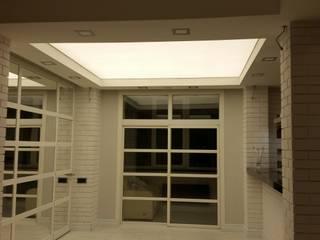 Белый лофт: Гостиная в . Автор – SelenaDesign, Лофт