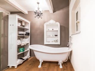 식민지스타일 욕실 by UAU un'architettura unica 콜로니얼 (Colonial)