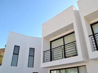 Nhà phong cách tối giản bởi AtelierStudio Tối giản