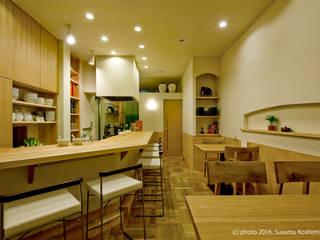 アトリエきらら一級建築士事務所 Scandinavian style kitchen Wood White