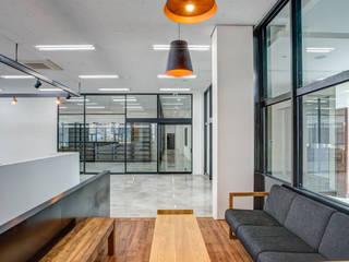 Bureaux de style  par 디자인사무실
