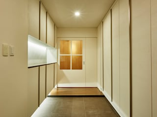 디자인사무실 Modern Corridor, Hallway and Staircase