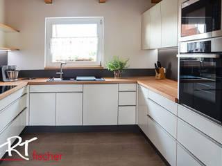 ARTfischer Die Möbelmanufaktur. Modern style kitchen Engineered Wood White