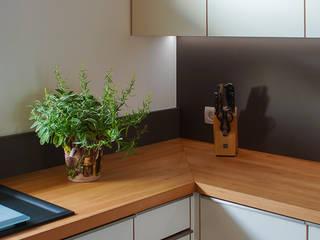 ARTfischer Die Möbelmanufaktur. Modern style kitchen Wood Brown