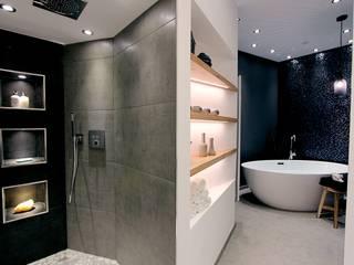 Designer Wohnung_Innere Stadt Moderne Badezimmer von StageBella Modern