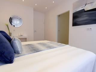 Modern Bedroom by StageBella Modern