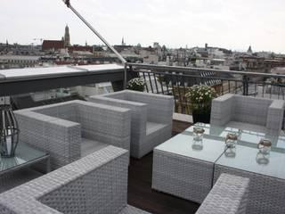 Über den Dächern von Wien - Penthausterrasse Minimalistischer Balkon, Veranda & Terrasse von firstlook Homestaging & Redesin Minimalistisch