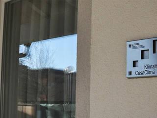 PROGETTAZIONE e DIREZIONE LAVORI CASACLIMA DI NUOVO EDIFICIO RESIDENZIALE Case in stile rustico di Studio di architettura Alberto Antoni Rustico