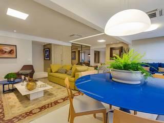 VARANDA GOURMET / ESTAR: Salas de jantar  por Tânia Póvoa Arquitetura e Decoração