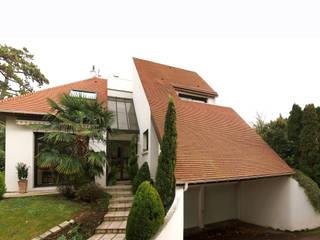 Daniel architectes Modern houses Tiles