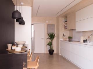 Kitchen by MUDA Home Design, Modern