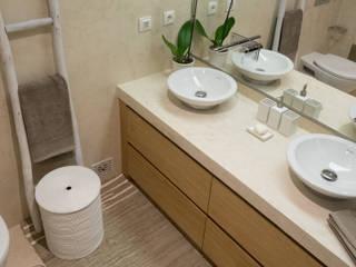 WC Corredor   Depois: Casas de banho  por MUDA Home Design,Moderno