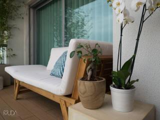 Varanda da Cozinha/Quarto do Manel | Depois: Terraços  por MUDA Home Design