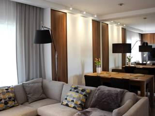 Mieszkanie w bliźniaku: styl , w kategorii Salon zaprojektowany przez EMMSTUDIO Magdalena Muszytowska