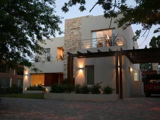 Rumah by Rocha & Figueroa Bunge arquitectos