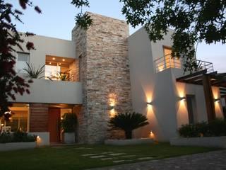 Rumah oleh Rocha & Figueroa Bunge arquitectos, Modern