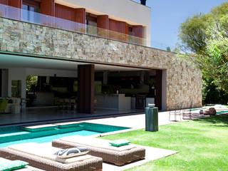 Quinta da Baroneza II Piscinas modernas por Deborah Roig Moderno