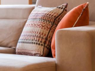 Sala Comum_Zona de estar: Sala de estar  por Traço Magenta - Design de Interiores