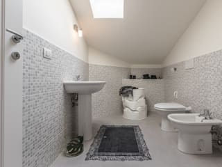 Bologna Home Staging Minimalist style bathrooms