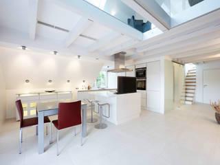 Planungsbüro für Innenarchitektur Nhà bếp phong cách hiện đại White