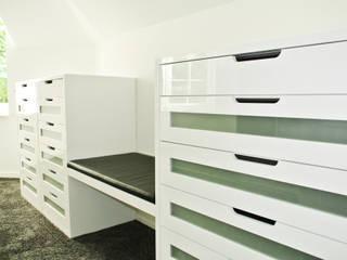 Moderne kleedkamers van Planungsbüro für Innenarchitektur Modern