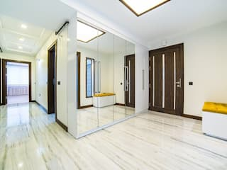 Ingresso, Corridoio & Scale in stile minimalista di Onn Design Minimalista Granito