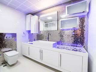 Minimalist bathroom by Onn Design Minimalist