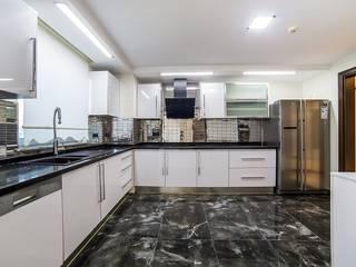 Onn Design – Özer Residence: minimal tarz tarz Mutfak