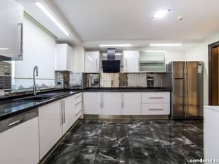 Onn Design Minimalist kitchen Granite White