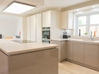 Modern German White Kitchen Modern kitchen by Woollards of Mildenhall Modern