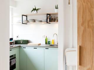 Studio Apartment:  Keuken door Kevin Veenhuizen Architects