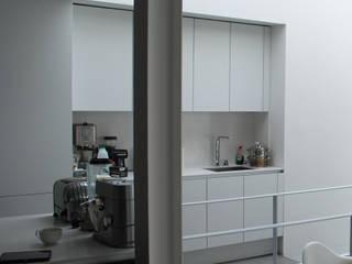College Road, Manchester. Moderne keukens van Studio Maurice Shapero Modern