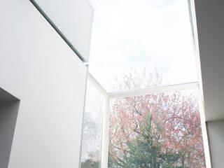 College Road, Manchester. Moderne serres van Studio Maurice Shapero Modern
