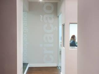 Compacta Comunicação Escritórios minimalistas por RICARDOTRAMONTINA.ART Minimalista