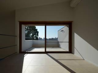 青葉台KM邸: 遠藤誠建築設計事務所(MAKOTO ENDO ARCHITECTS)が手掛けた窓です。