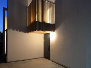保谷O邸: 遠藤誠建築設計事務所(MAKOTO ENDO ARCHITECTS)が手掛けた廊下 & 玄関です。
