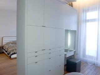 "Квартира в ЖК ""Фаворит"" Гардеробная в стиле минимализм от background архитектурная студия Минимализм"
