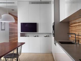 Двухуровневая квартира на Петергофском шоссе Кухня в стиле минимализм от background архитектурная студия Минимализм