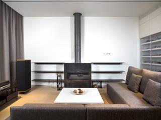 Двухуровневая квартира на Петергофском шоссе Гостиная в стиле минимализм от background архитектурная студия Минимализм