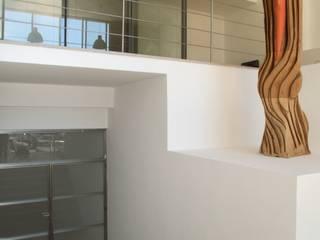 Luna Art Corredores, halls e escadas modernos por MARIA ILHARCO DE MOURA ARQUITETURA DE INTERIORES E DECORAÇÃO Moderno