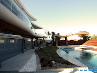 DV8 Architects Piscinas de estilo moderno