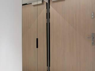 Mieszkanie dla wielbiciela Salvadora Dali: styl , w kategorii Korytarz, przedpokój zaprojektowany przez studio projektowe KODA design Dawid Kotuła